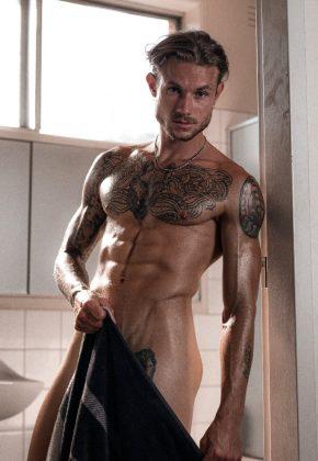 giorgio-melbourne-topless-waiter-min